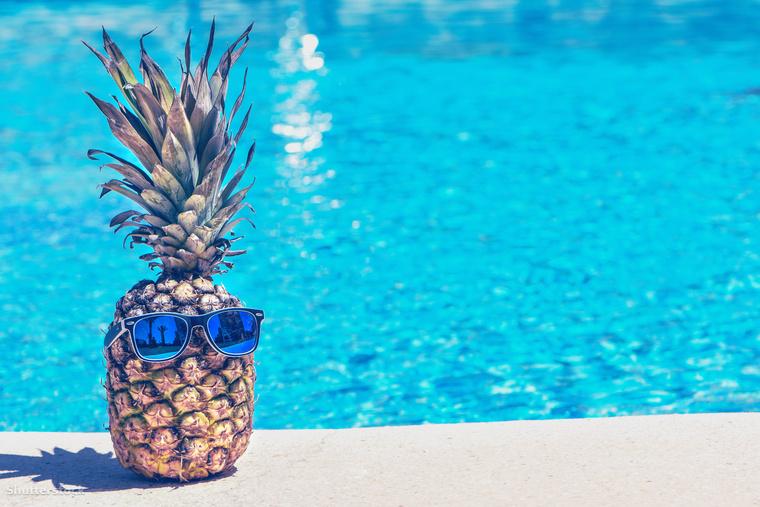PartyA napszemüveges ananász mondjuk nem áll messze a bulizással való képzettársításhoz.