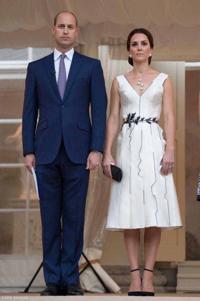 Stílusosan egy lengyel tervező, Gosia Baczynska ruháját viselte egy hivatalos varsói eseményen