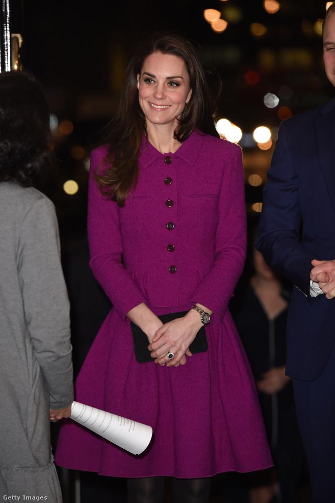 Szerettük ezt a lila Oscar de la Renta kosztümöt, amit egy februári konferencián viselt Londonban