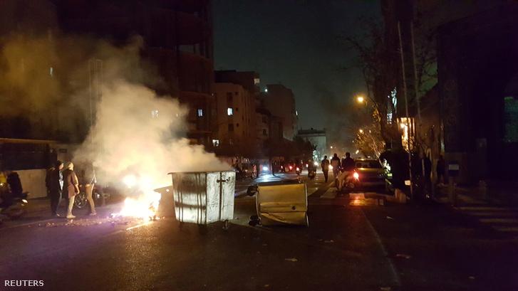 Tüntetők Teheránban