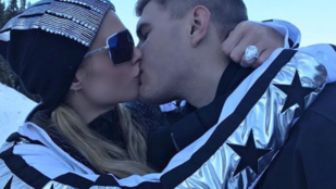 Paris Hilton 514 millió forintos eljegyzési gyűrűjének külön testőrsége van