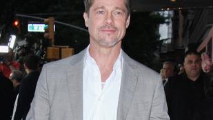 Brad Pitt már nagyban csajozik, ráadásul nem is akárhogy