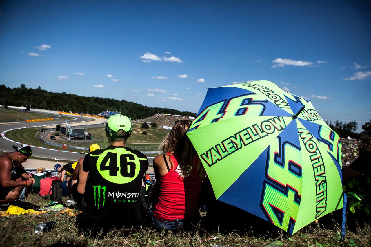 A felhők elvonultak, beköszöntöttek a boldog békeidők, egy Rossi-Marquez rajongó szerelmespár újra megfér egymás mellett, a világbéke helyreállt