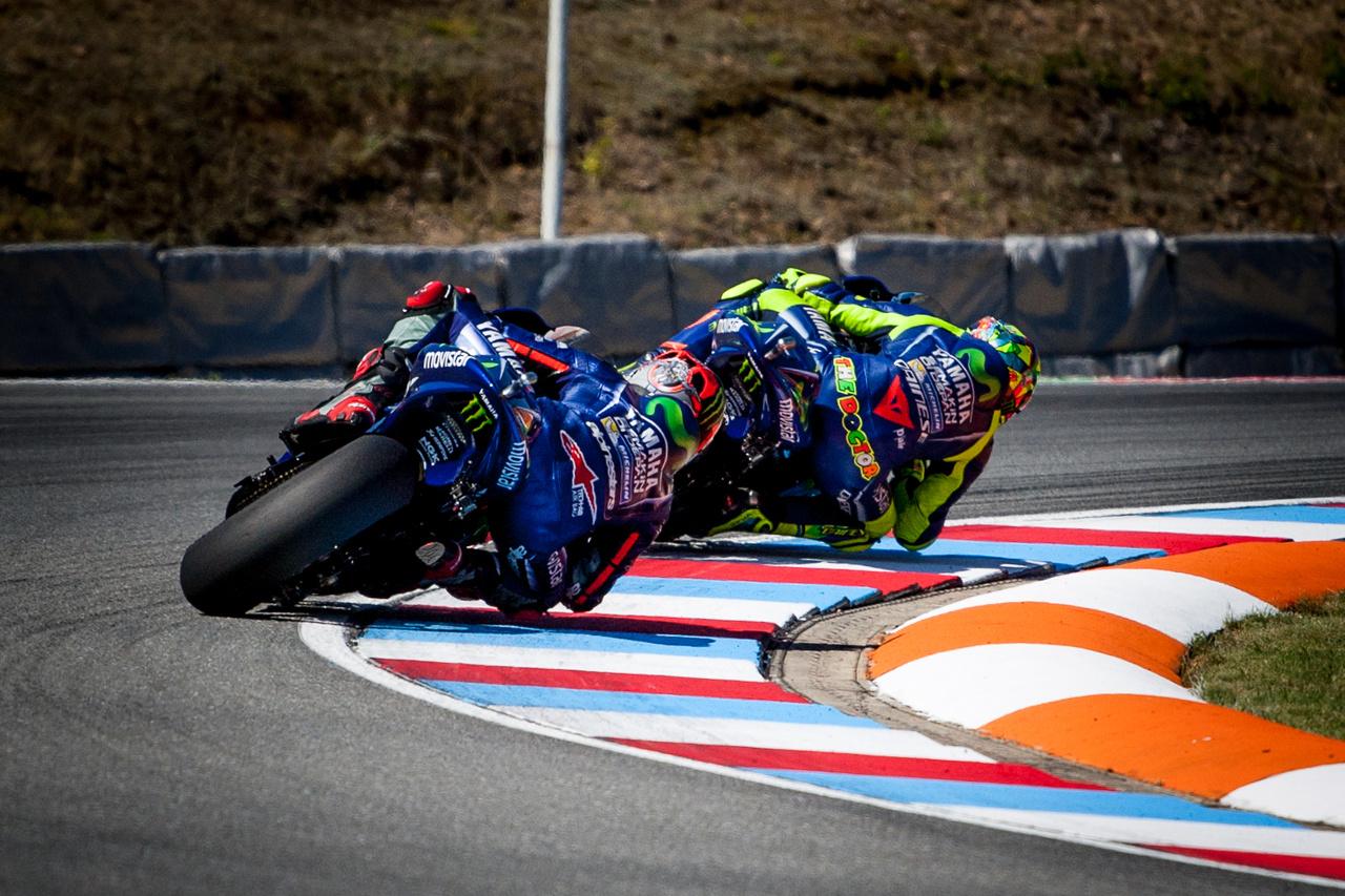 Rossi és Viñales közel azonos teljesítményt nyújtottak a szezon során, a végelszámolásnál végül az ifjú spanyol végzett előrébb. Rossi élete legrosszabb yamahás szezonját zárta, bár tény, évközben elszenvedett lábsérülése is hátráltatta mindenben. Nem kérdés, 2017 legnagyobb vesztese mégis Viñales, akit a szezon előtt világbajnoki esélyesnek tartottak, de a Yamaha gyengélkedése keresztülhúzta a számításokat