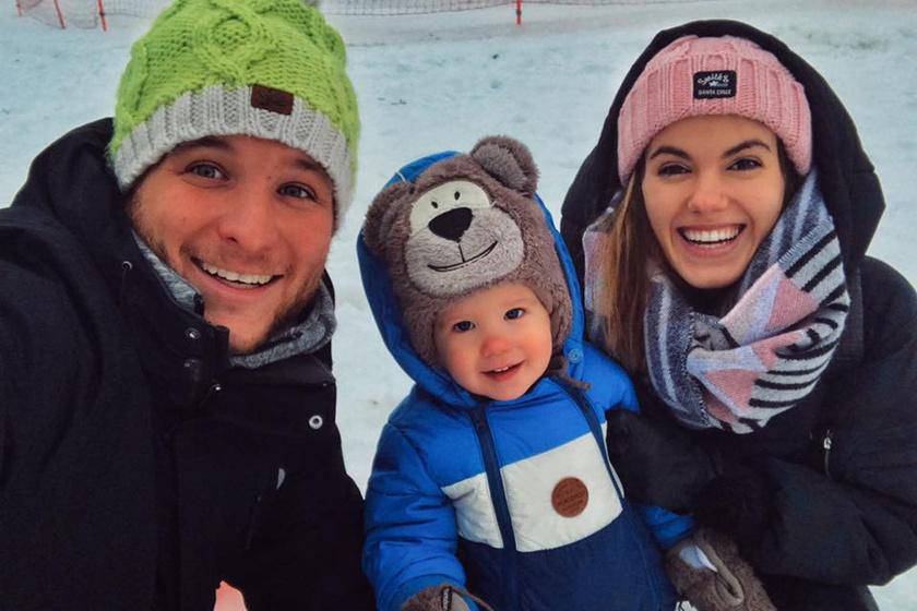 """""""Egy óriási szánkózással kezdtük az évet"""" - írta a havas családi fotóhoz Istenes Bence."""