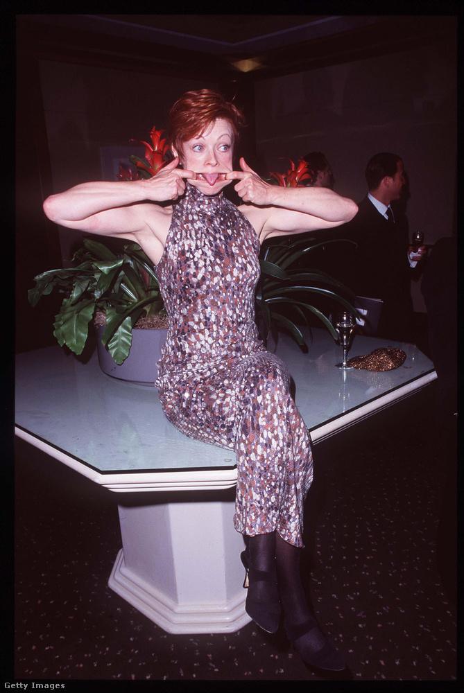Ne ijedjen meg, következő lapozgatónk tematikája nem Frances Fisher színésznő arcjátéka körül forog majd, de úgy éreztük, mindenképp vele kell kezdenünk a húsz évvel ezelőtti Golden Globe-on megjelent hírességek sorát