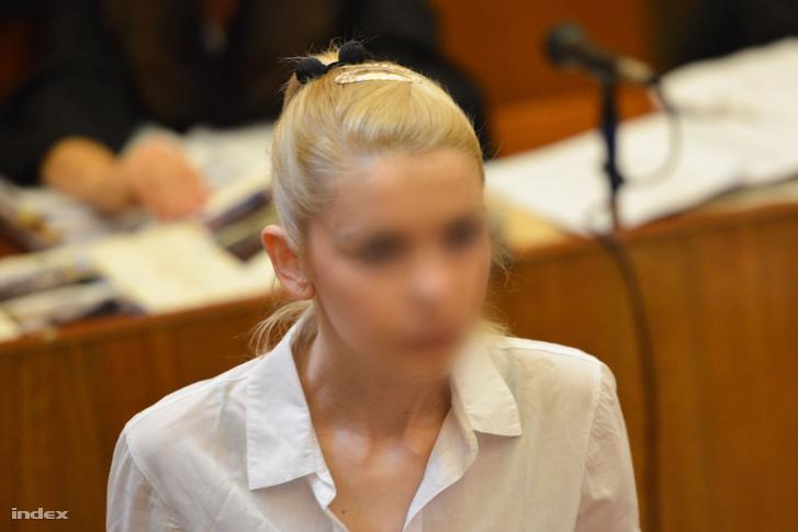 Rezesová a bíróság előtt 2013. augusztus 27-én