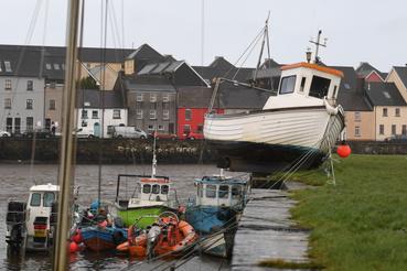 Galwayban a vihar okozta áradás sodort a partra egy vitorlást.