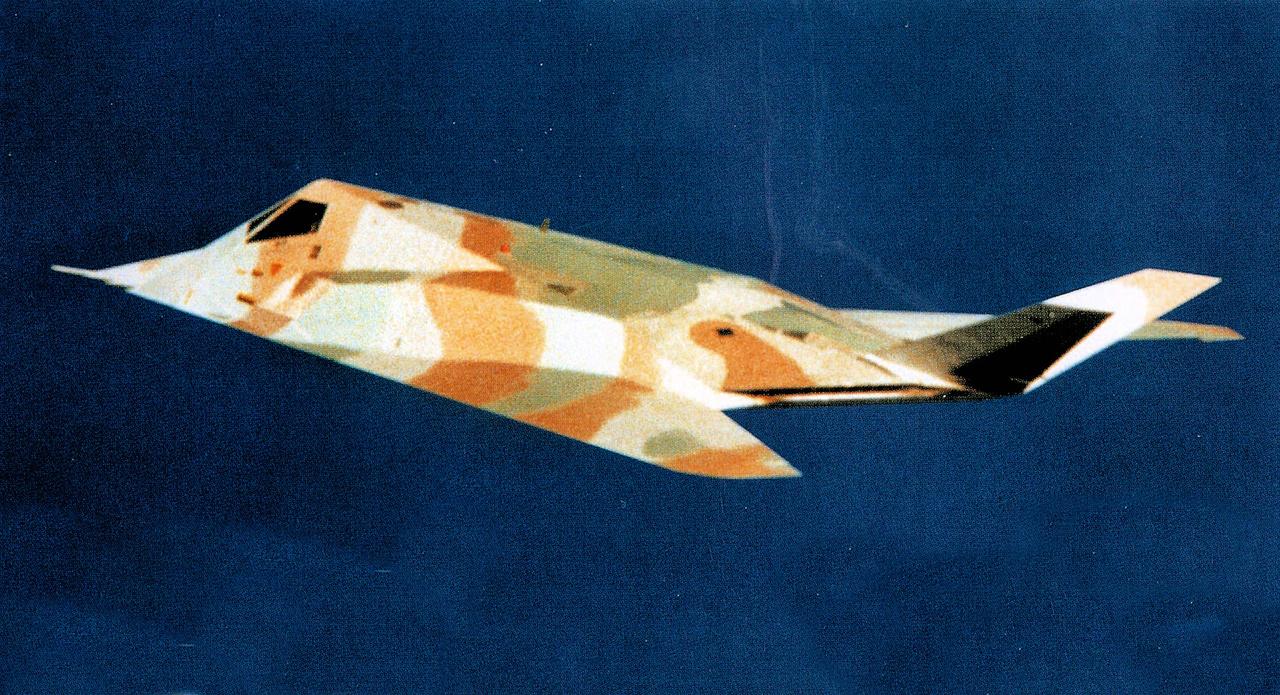 1984. Egy harmadik festés. A 79-10780-as lopakodó (Scorpion 1) sivatagi álcában.