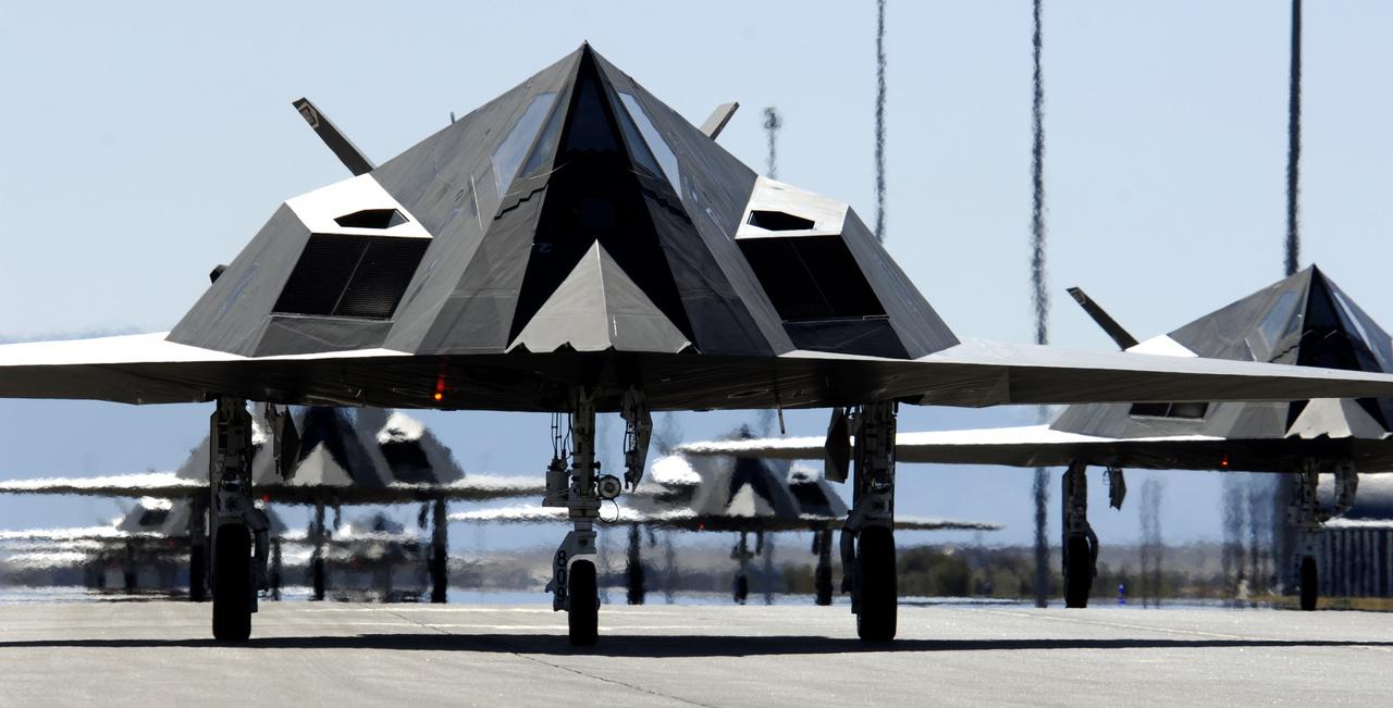 2006. október 28. Összesen huszonöt F-117-es lopakodó vett részt az ünnepi repülésben.