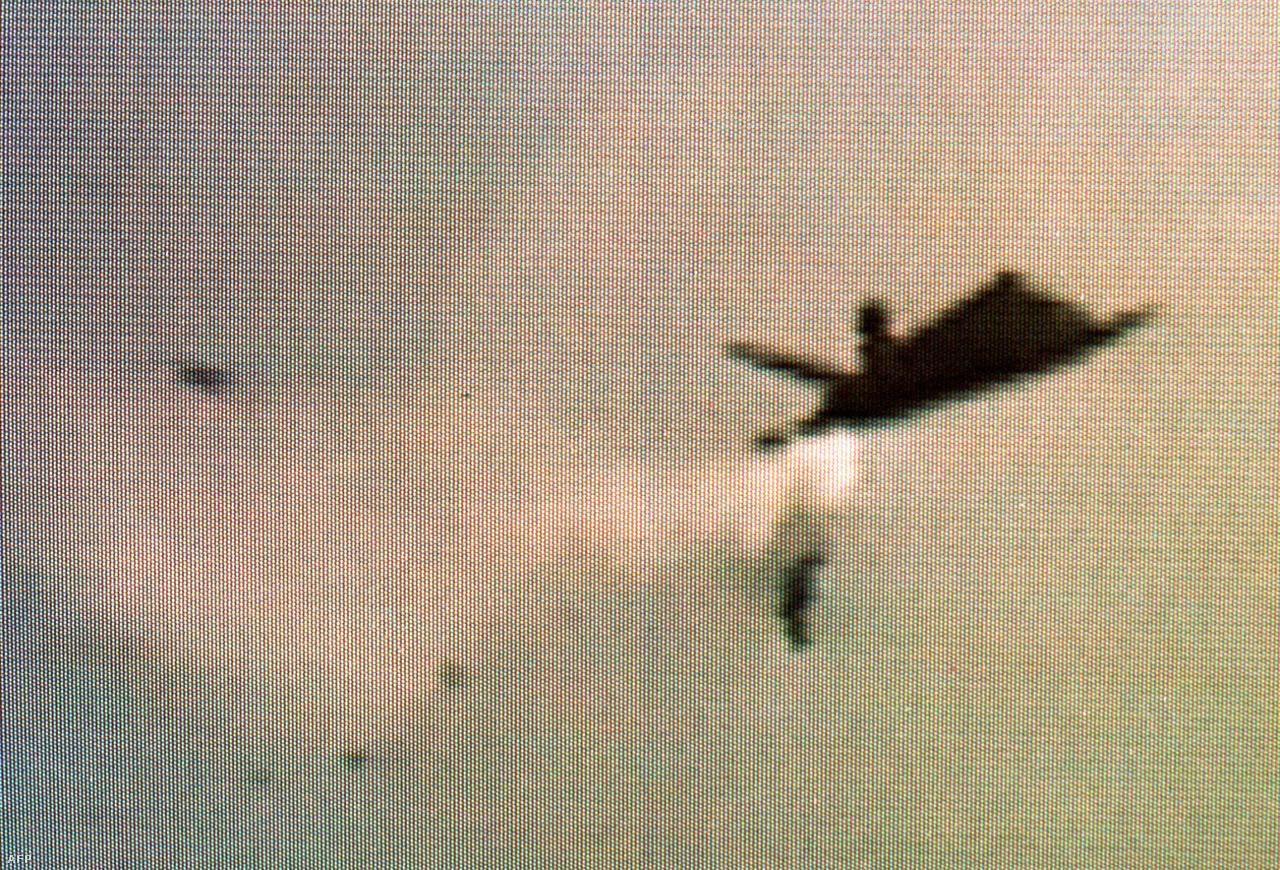1997. szeptember 14. Egy baltimore-i légishow-n lezuhant egy F-117-es, miután a jobb szárnya egyszerűen levált a gép törzséről. A pilóta szerencsére épségben katapultált, a balesetben nem sérült meg senki. A vizsgálat később megállapította, hogy néhány hiányzó szegecs okozta a szerkezeti hibát, ami miatt odaveszett a gép. Szolgálati ideje alatt ezen kívül még öt balesetben semmisült meg F-117-es.