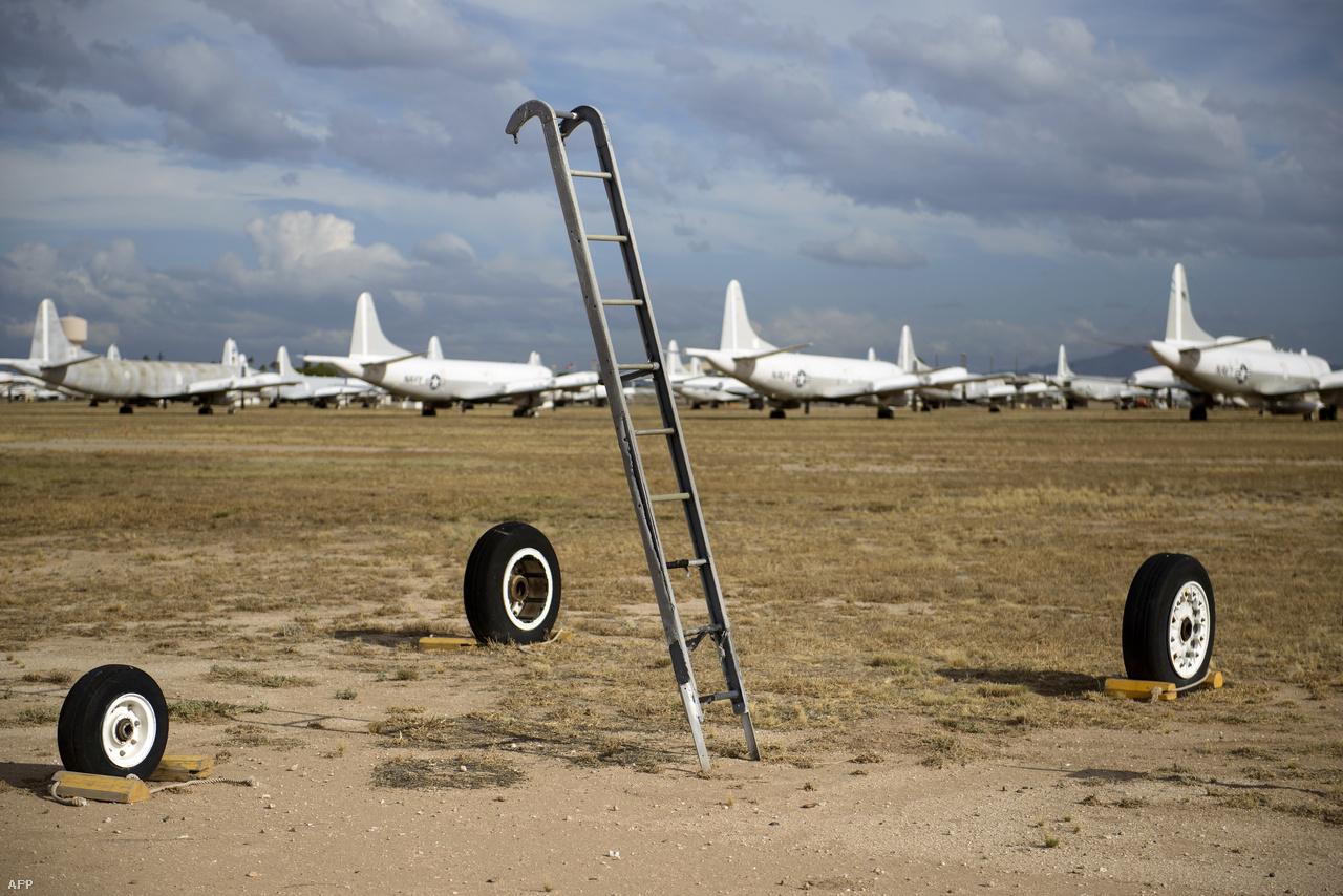2015. május 14. Tréfás installácó jelképezi a lopakodót a tucsoni repülőgéptemetőben.