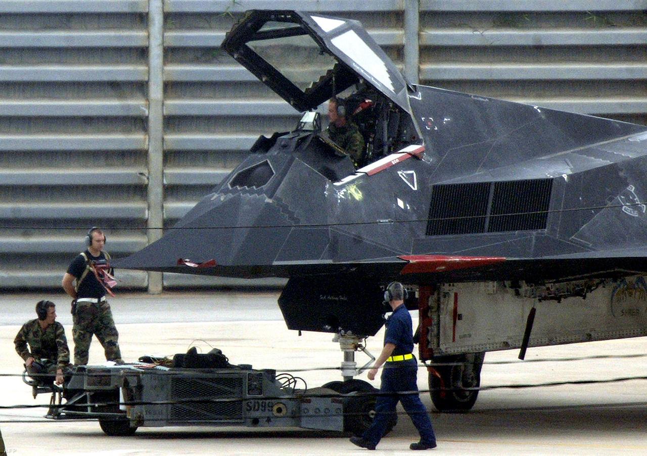 2005. június 6. Lopakodó Dél-Koreában. Az Egyesült Államok több, nukleáris csapásmérésre képes bombázót telepített ekkor a koreai félszigetre, hogy nyomást gyakoroljon a kommunista északra.
