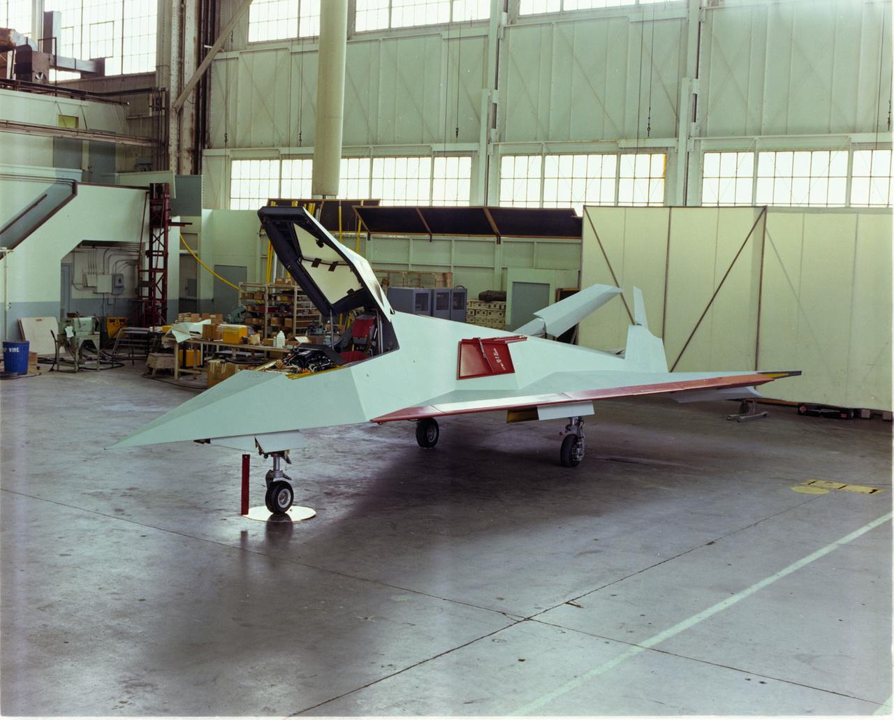 A hetvenes években Két Have Blue lopakodó prototípus épült, amiket 64 F-117-es követett az évek során. Mindkét Have Blue tesztrepülés közben zuhant le, ennek ellenére a programot sikeresnek nyilvánította a légierő.