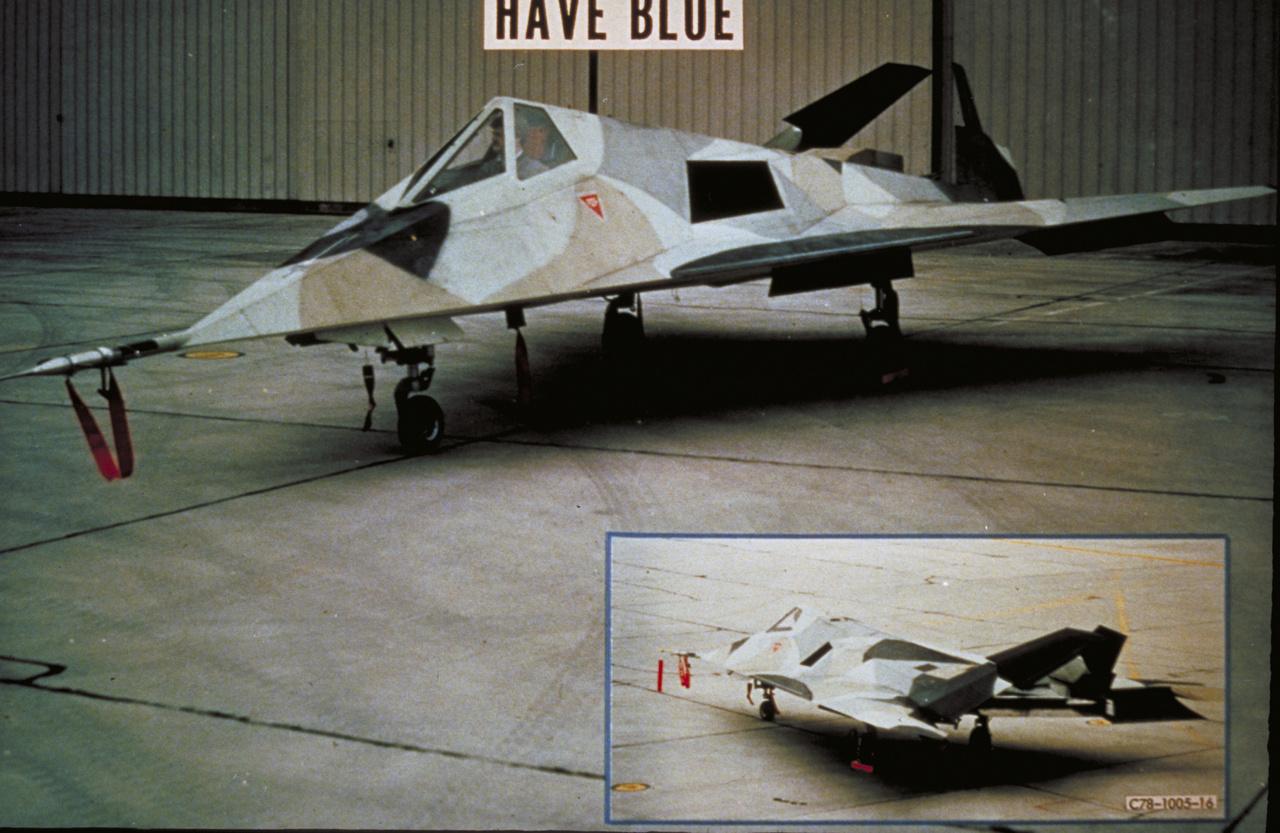 A hervenes években indult Have Blue programban épített kis méretű (kb 6 méterrel rövidebb mint egy Nighthawk) repülőgép több részletében is eltért utódjától, az F-117-estől, de röpképesnek bizonyult. Ez itt a HB1001, ami sivatagi álcafestést kapott.