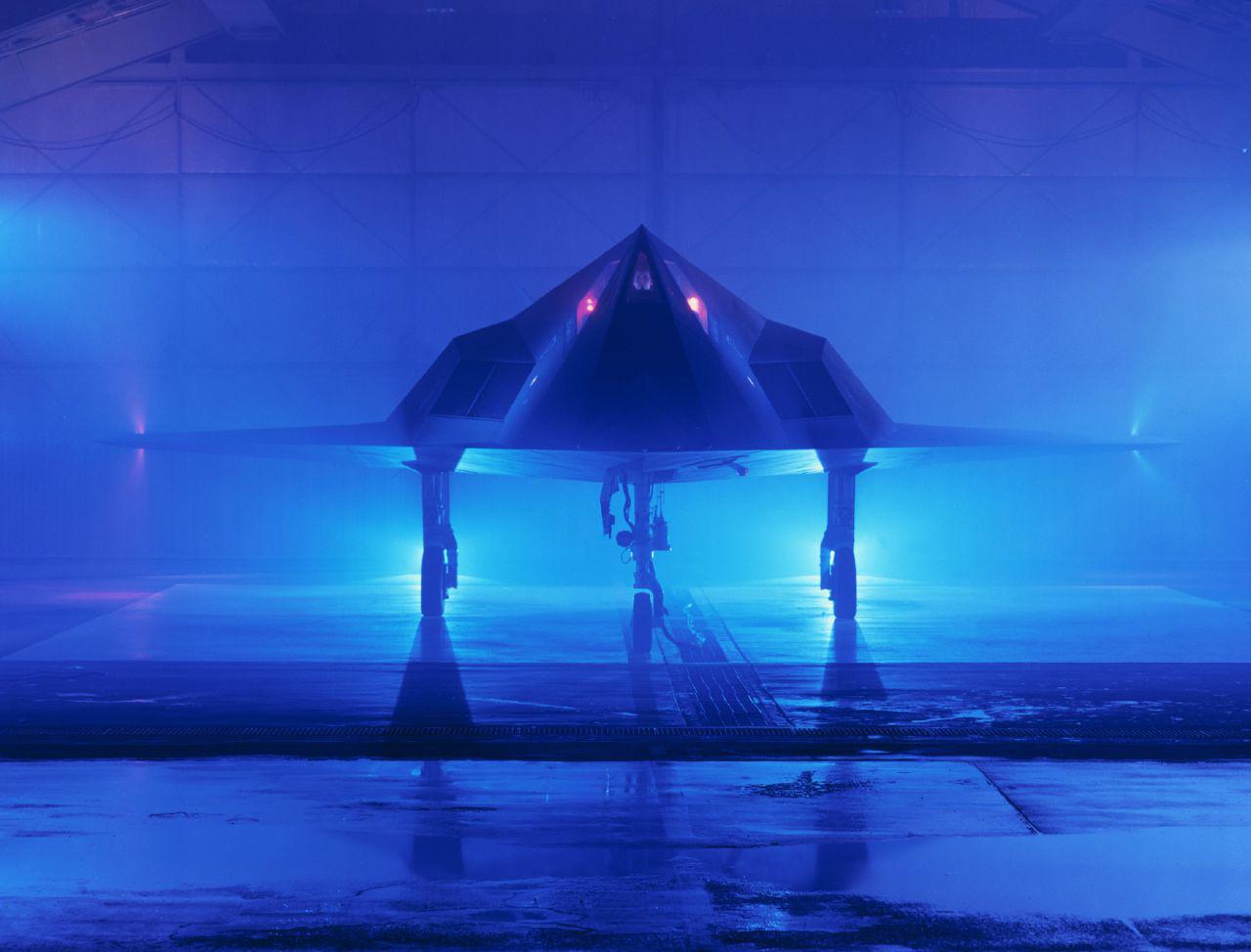 Az F-117-est tervező és megépítő Lockheed promóciós fotója a lopakodóról.