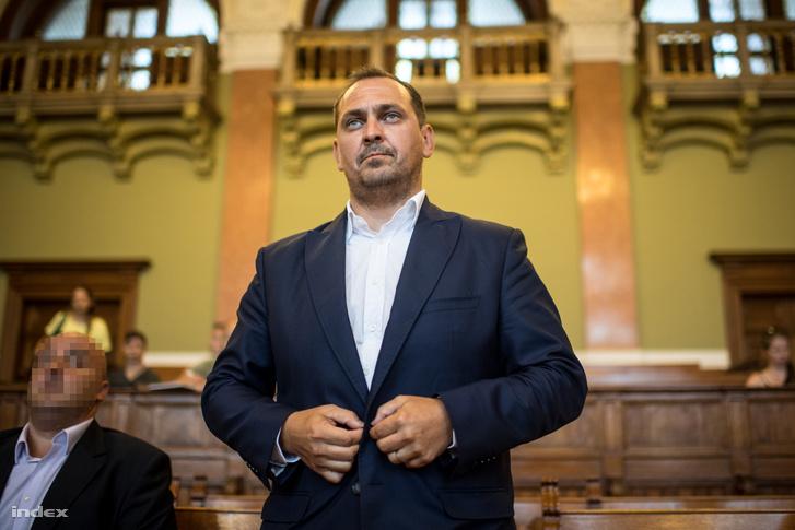 Mengyi Roland a fővárosi Markó utcai bíróságon 2017. július 12-én