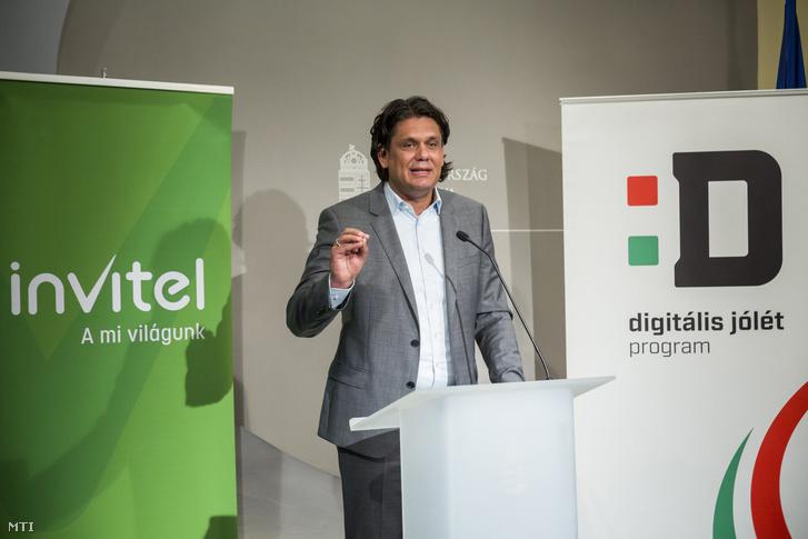 Deutsch Tamás a Digitális Jólét Programért felelős miniszterelnöki biztos beszél az Invitel és a Digitális Jólét Program sajtótájékoztatóján az Igazságügyi Minisztériumban 2017. augusztus 22-én. Az Invitel telekommunikációs szolgáltató kínálatában is megjelenik a kedvező árú Digitális Jólét Alapcsomag a védjegy használatáról ezen a napon írtak alá megállapodást.