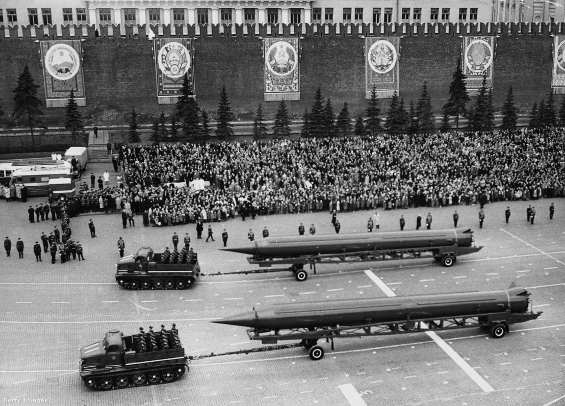 SS-4-es ballisztikus rakéták egy katonai felvonuláson moszkvában 1961 május 1-én