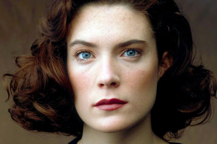 A 90-es évek szépsége durván szétszabatta az arcát - Lara Flynn Boyle rémesen fest