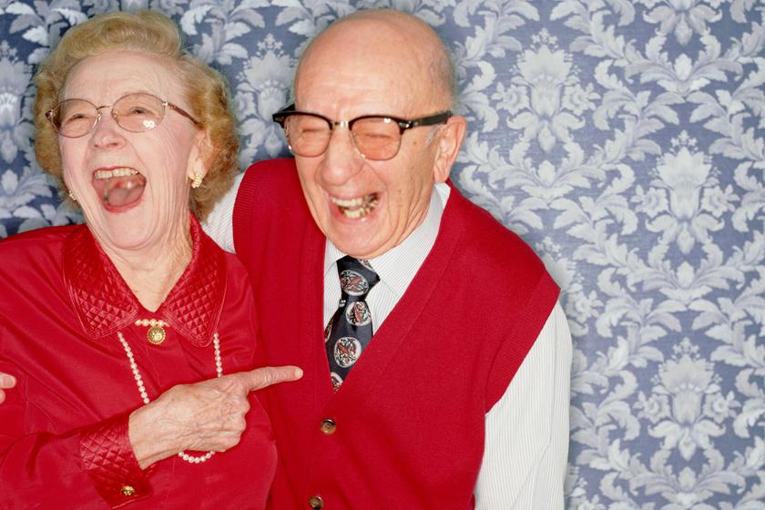 Őrülten vicces dolgot vett észre a fiú nagyszülei fotóján: a mama műve volt