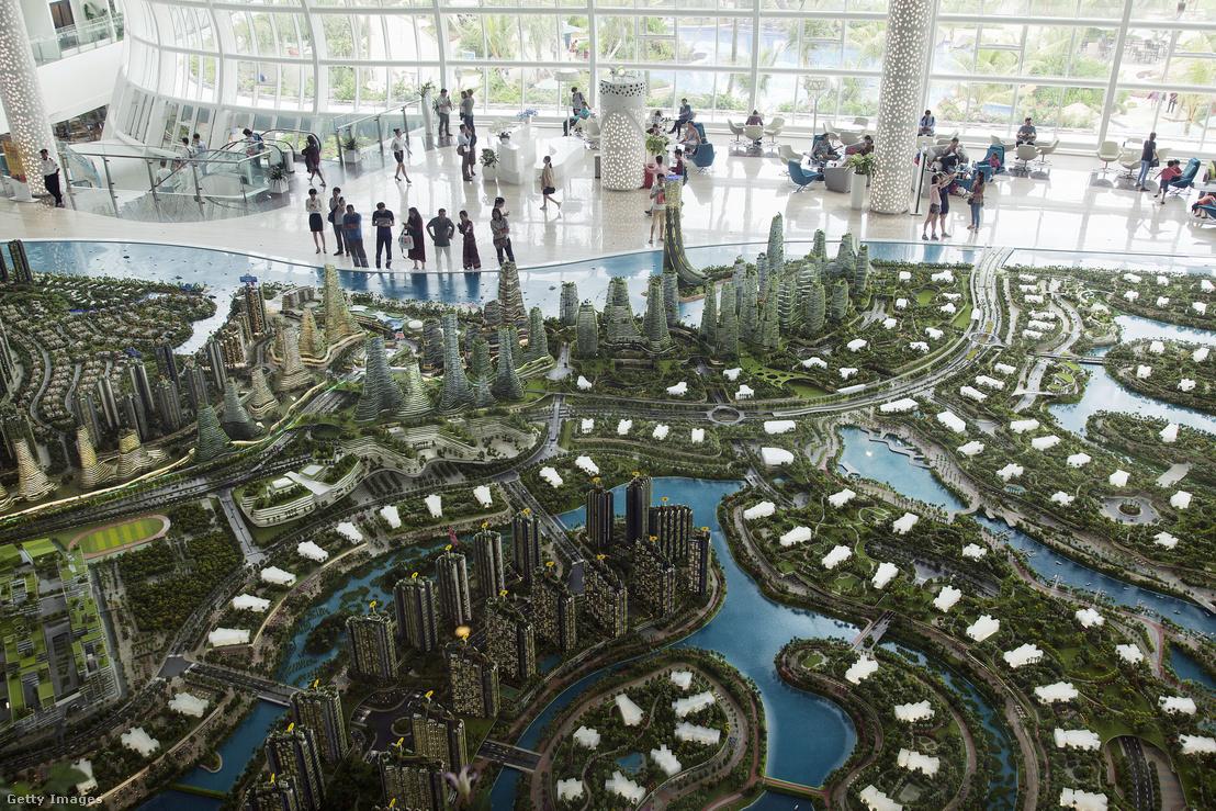 """A Johor régióban tervezett """"Forest City"""" elnevezésű városrész makettje a malajziai Iskandarban"""
