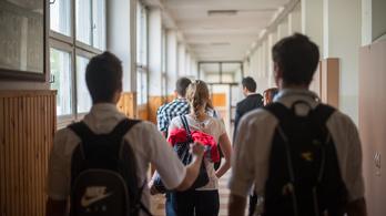 Mi zajlik a középiskolák falai mögött, és miért lettem magántanuló?
