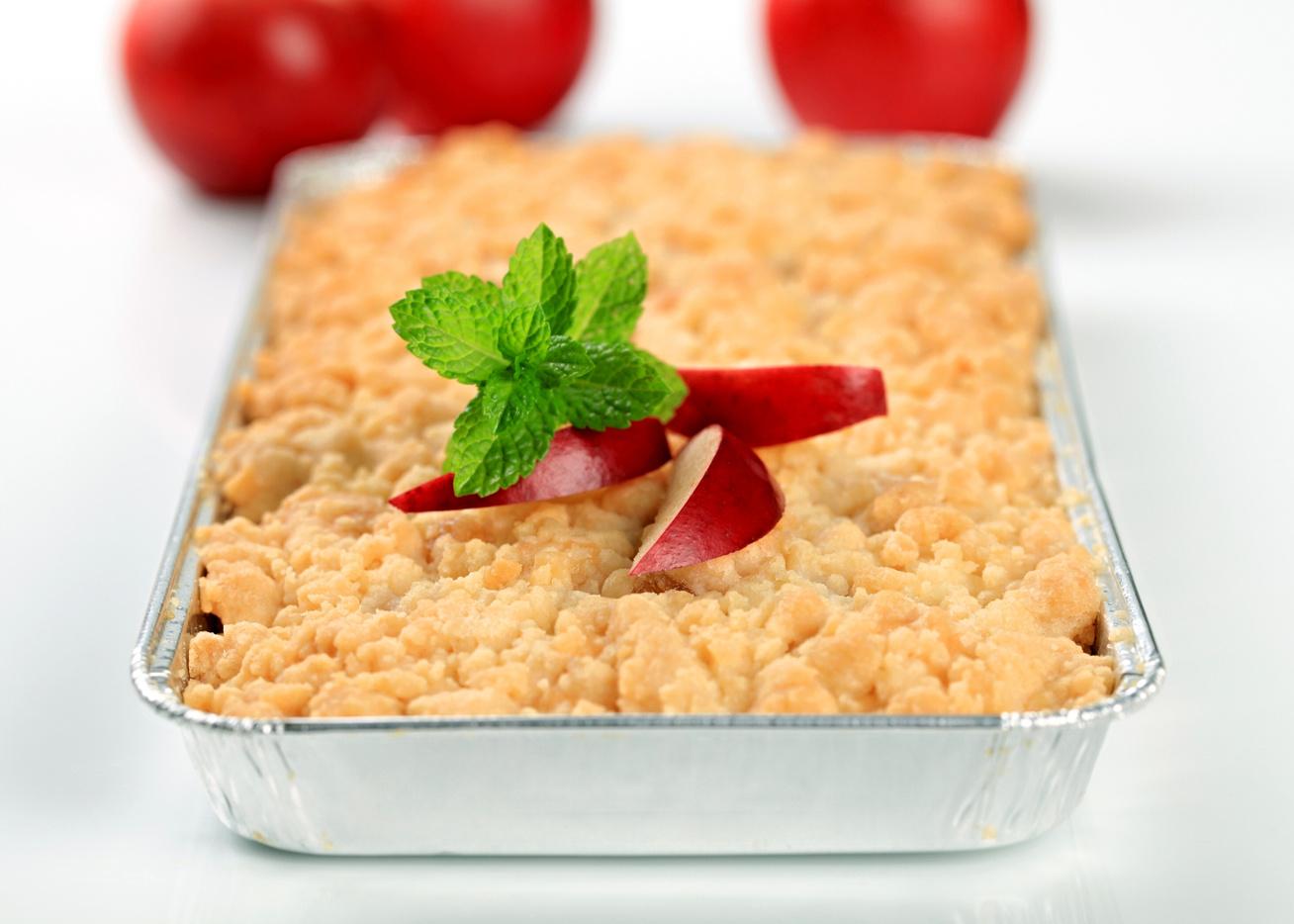 Fahéjas, almás morzsasüti: csak szórd egymásra a tésztát és a gyümölcsöt
