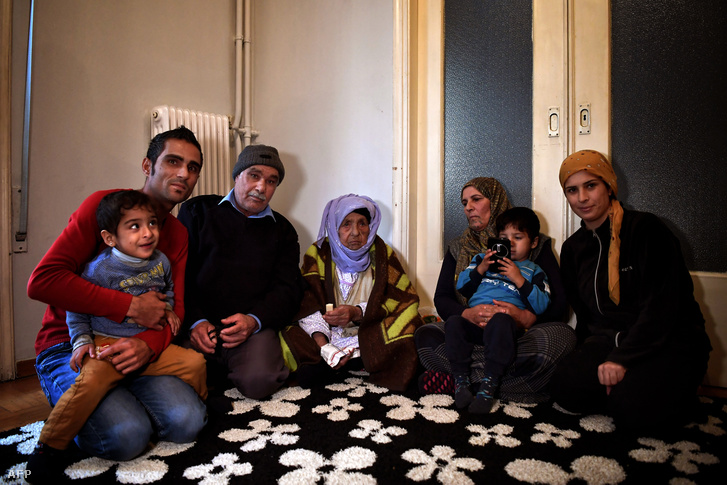 Szíriai menekültek Athénban