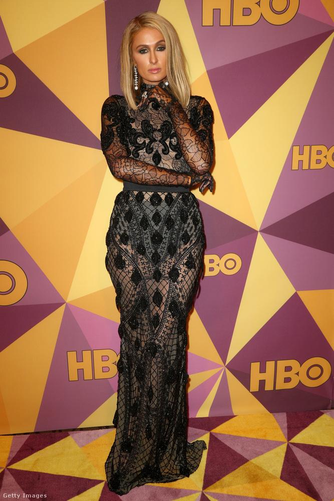 Az eseményen részt vett a 2 millió dolláros gyűrűvel eljegyzett Paris Hilton is.