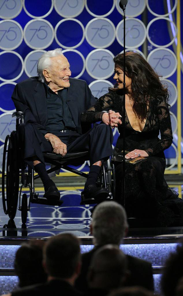rs 634x1024-180107191741-634-kirk-douglas-catherine-zeta-jones-g