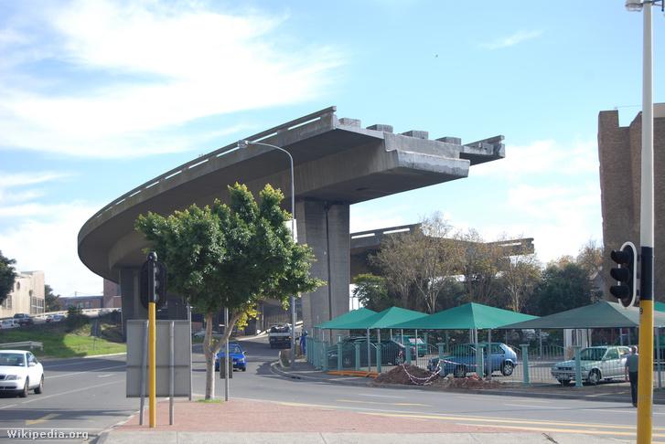 Be nem fejezett autópálya-felüljáró Fokvárosban