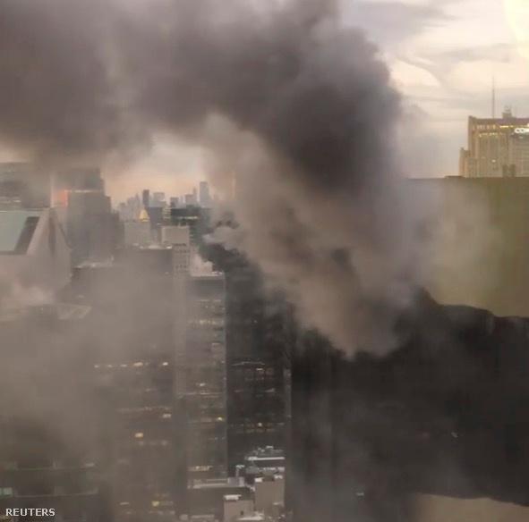Füst a Trump Tower tetején