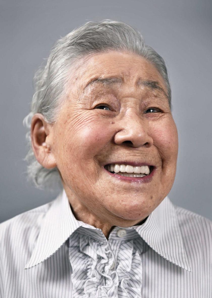 - Imádtam, hogy motiváltak voltak. Megmutatták, mit akarnak felvenni, ellenőrizték a hajukat és a sminkjüket, és annyit elégedetlenkedtek, mint a fiatalok - mondta a fotós a Senior Planetnek. Kyro Aragai 104 éves.
