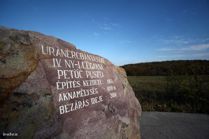 A 2000-ben bezárt, 1090 méter mély IV-es nyugati légakna emlékköve