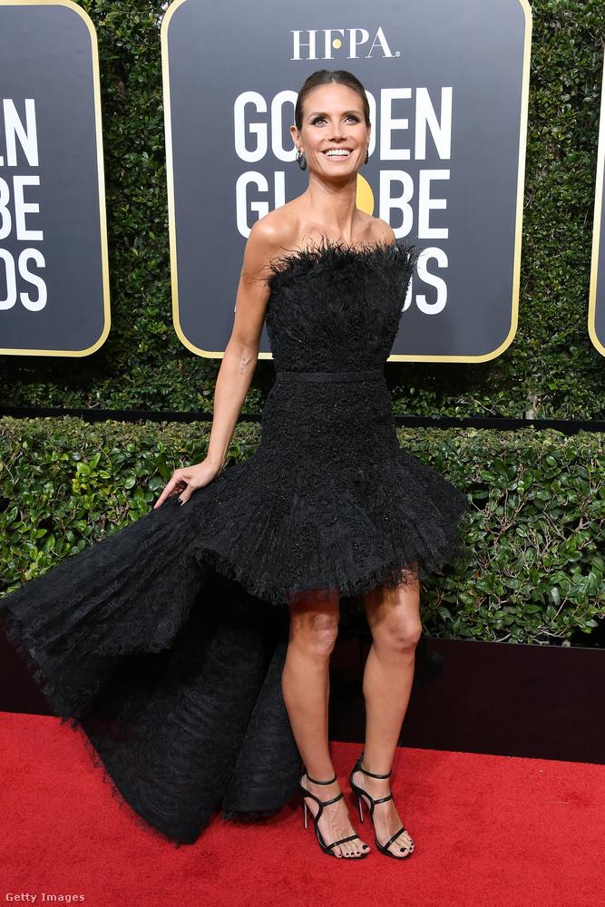 Mondjuk egy olyanra, mint Heidi Klum, aki annyira ragyog mindenben, hogy még egy túltollazott ruha sem rombolja le a róla kialakított képet