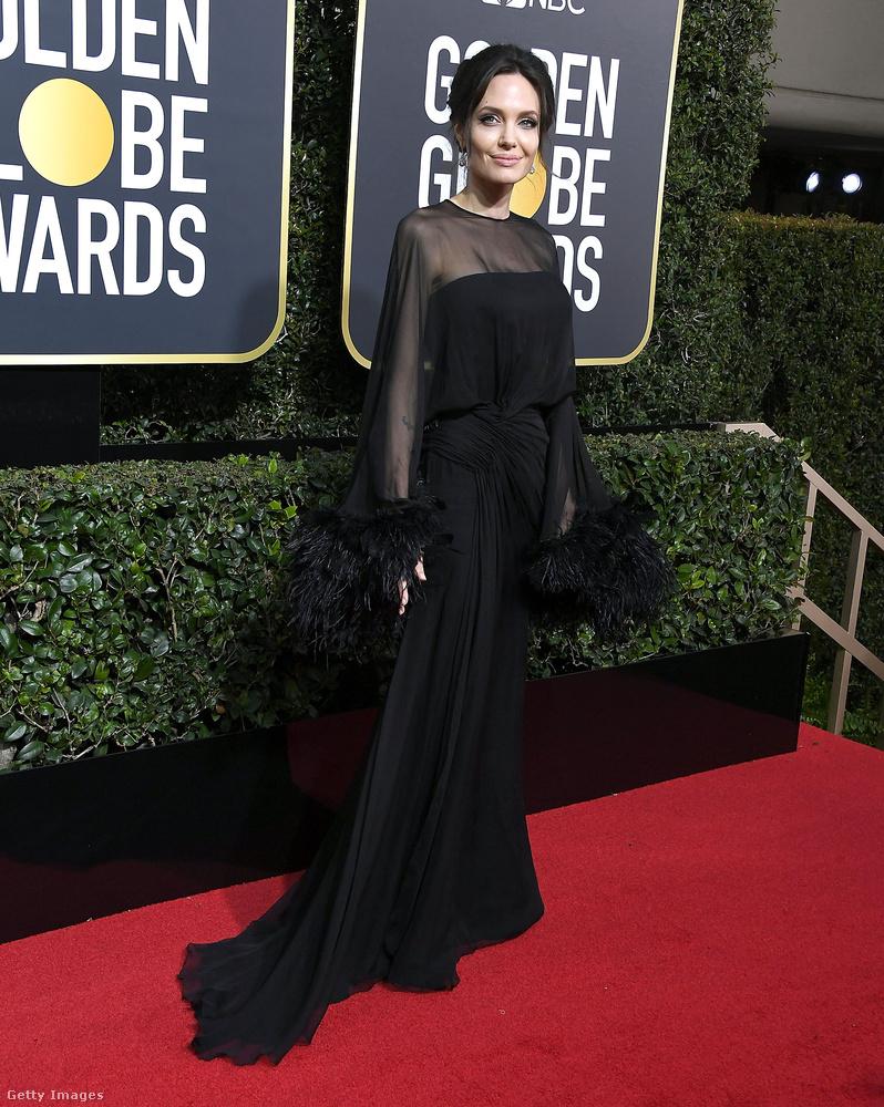 Új trendnek tűnik a könyökfüggöny, amelyet Angelina Jolie és