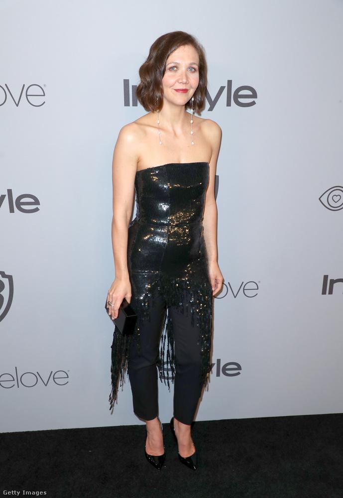 És ez igaz Maggie Gyllenhaalra is, aki az utolsó pillanatban is lecserélhette volna a pörköltszaftos rugdalódzóját valami egészen másra