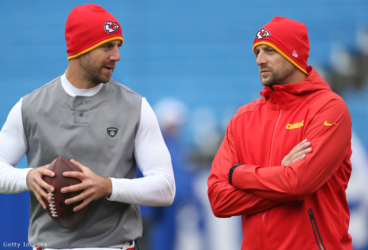 Matt Nagy (jobbra) a Chiefs irányítójával, Alex Smithszel