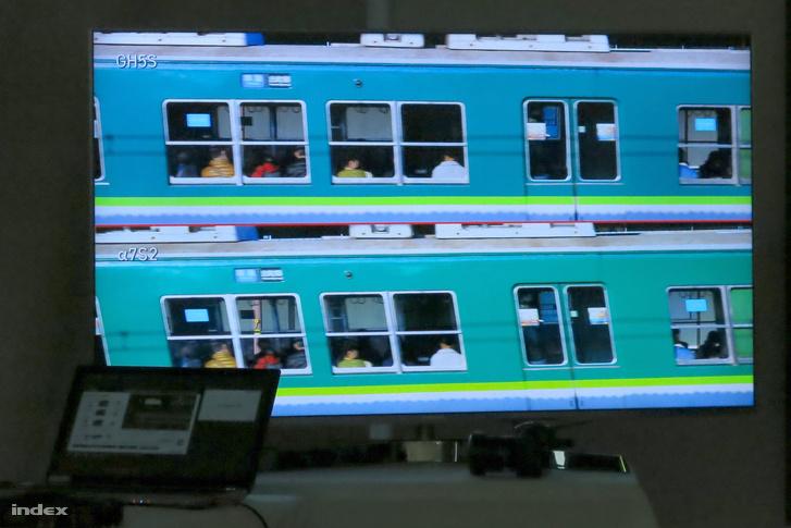 Mint a fölső részen látható, sokkal kevésbé torzul el a gyorsvonat képe az új Lumix által készült felvételen