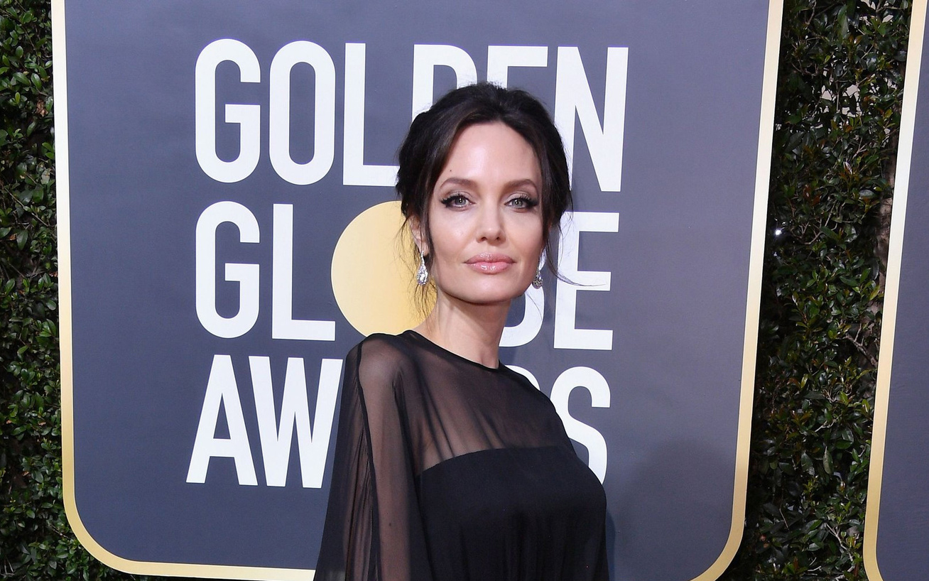 angelina-jolie-fia-pax-golden-globe-2018-cover