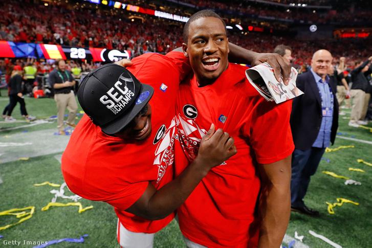 Nick Chubb és Sony Michel, a Georgia Bulldogs játékosai ünneplik Auburn Tigers ellen aratott győzelmüket 2017 december 2-án