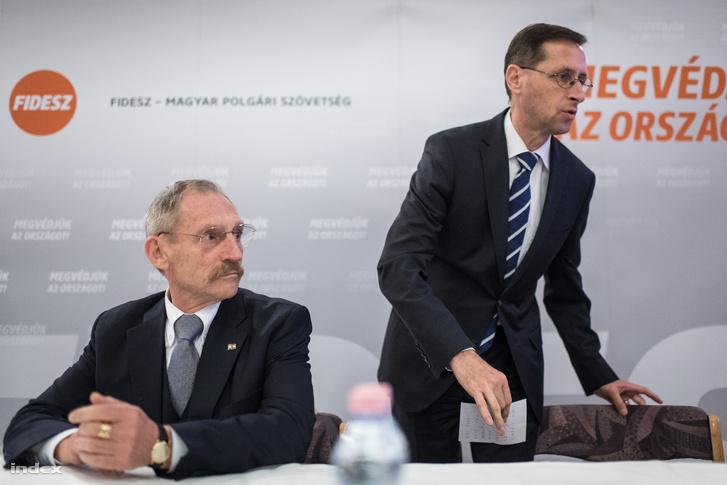 Pintér Sándor és Varga Mihály egy lakossági fórumon 2017 októberében