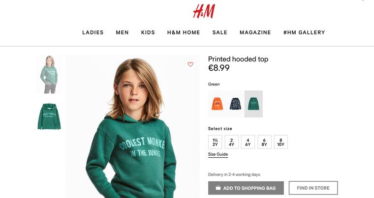 A fehér kisfiúval szintén a webáruház termékeit reklámozza a cég. Ha a pulóvert ő kapja, ezt az egészet megúszhatták volna.