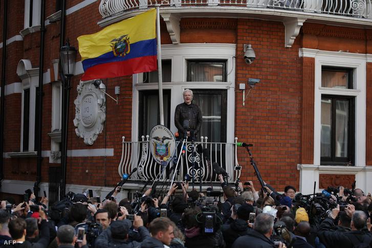 Julian Assange az ecuadori nagykövetségen Londonban 2017. május 19-én.