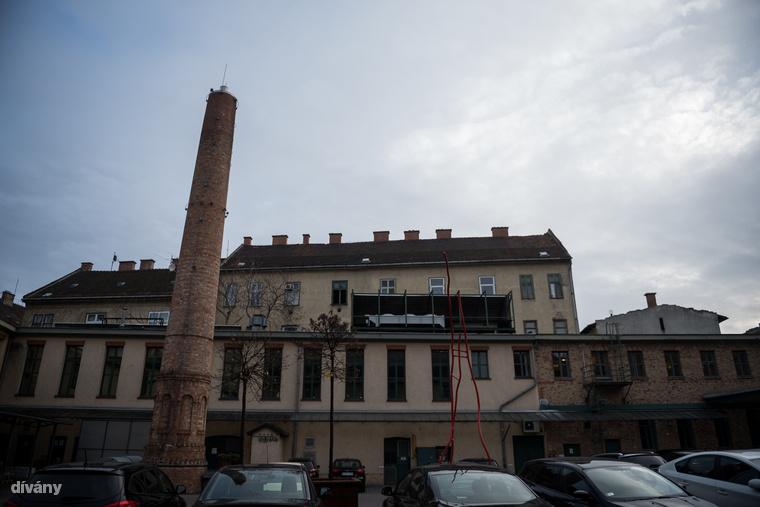 A cég fénykorában Közép-Európa egyik legjelentősebb szeszfőzdéje volt