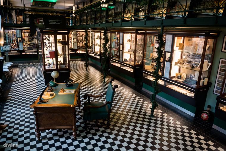 A 2004-ben megnyílt látogatóközpontban rengeteg palack, dokumentum és családi relikvia van kiállítva.