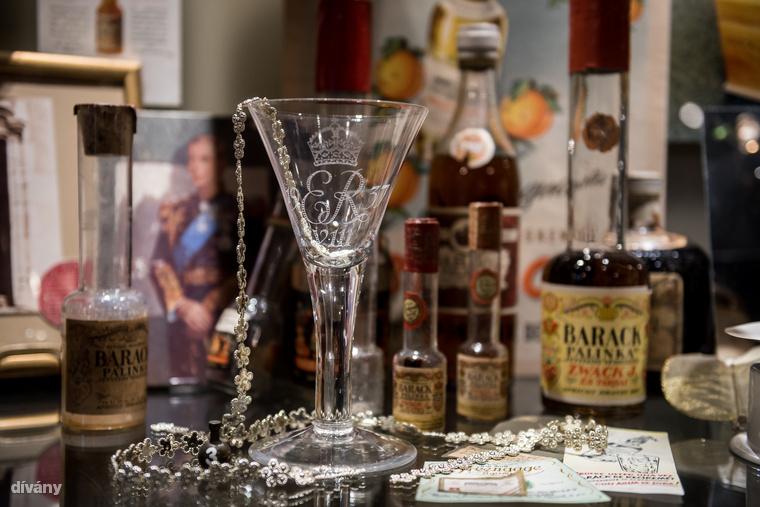 A Múzeumban számos nagyon régi, saját történettel rendelkező pohár is van az Unicumos poharakon kívül.