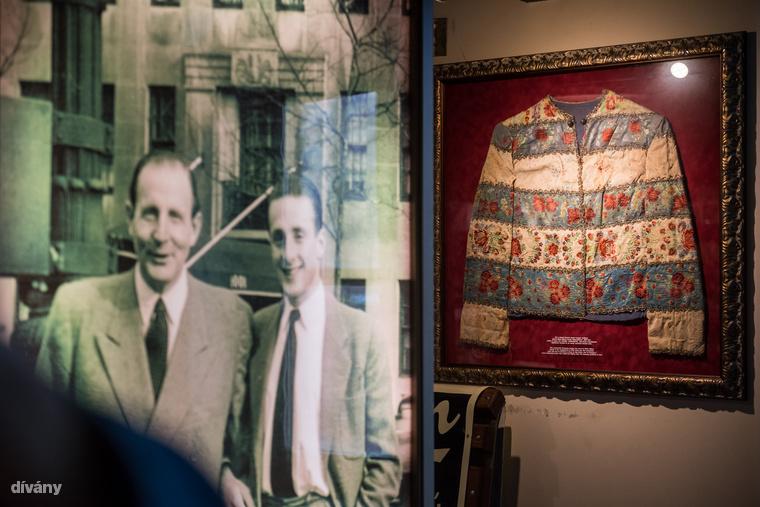 A rengeteg látnivaló között helyet kapott az a svéd útlevél is, amit Raul Wallenberg állított ki Zwack Péter számára a második világháború idején.