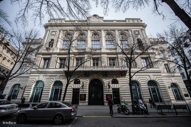 A Váci utca 38. alatti épület ma is MKB bankként működik
